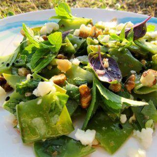 Sarımsaklı Cevizli Sultani Bezelye Salatası